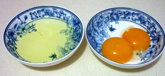 отделить желтки от белков (5)