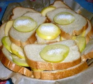 шарлотка из хлеба с  яблоками 4