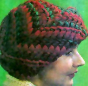 шапка из толстой пряжи с отворотом